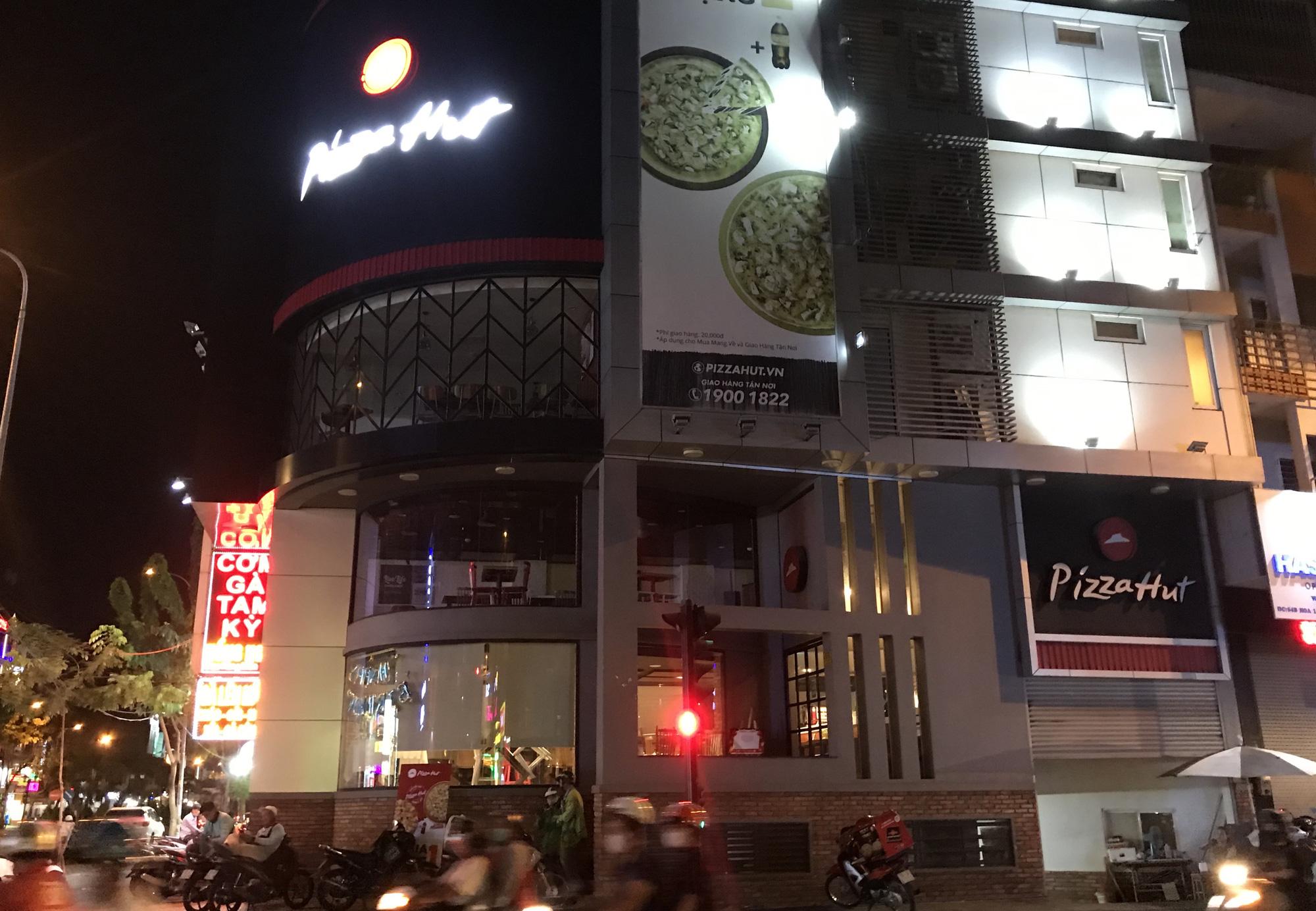 Nhà hàng, quán ăn Sài Gòn vội vàng đóng cửa phòng Covid-19 sau quyết định của UBND TP - Ảnh 7.