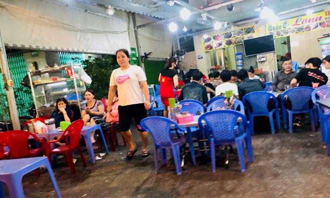 Hơn 2 tiếng sau 'lệnh cấm', phố ẩm thực Vĩnh Khánh vẫn sáng đèn nhộn nhịp - Ảnh 6.