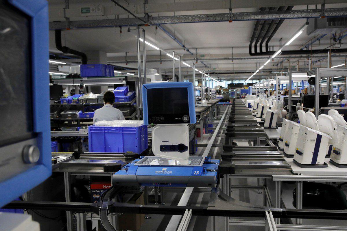 Trung Quốc sản xuất máy thở phục vụ nhu cầu chống dịch Covid-19 của thế giới - Ảnh 1.