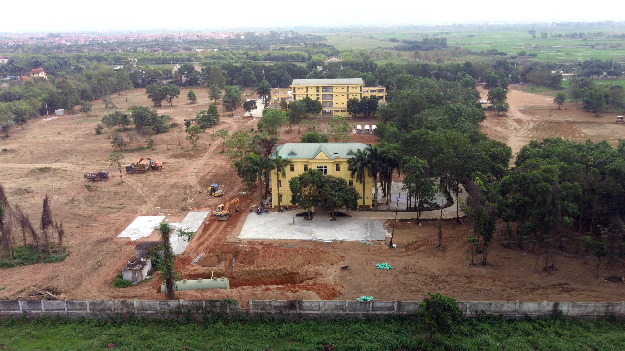 Hà Nội sửa xong bệnh viện bỏ hoang ở Mê Linh làm khu cách li chống dịch Covid-19 - Ảnh 14.