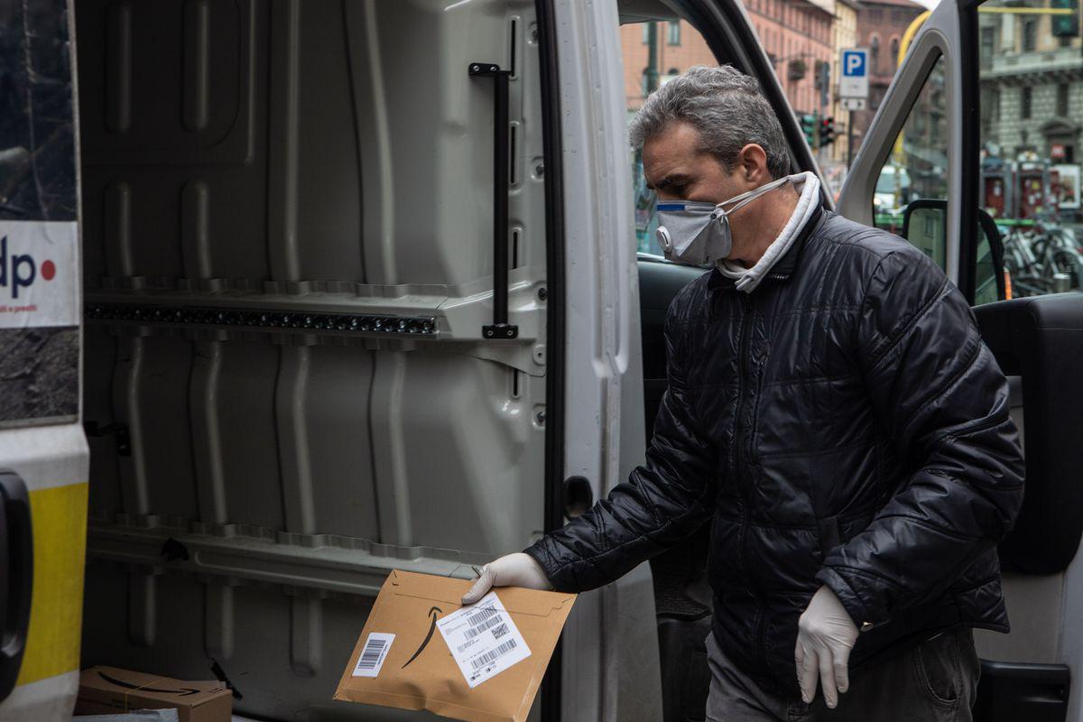 Amazon xác định có nhân viên dương tính với virus Covid-19 tại 6 kho hàng ở Mỹ - Ảnh 5.