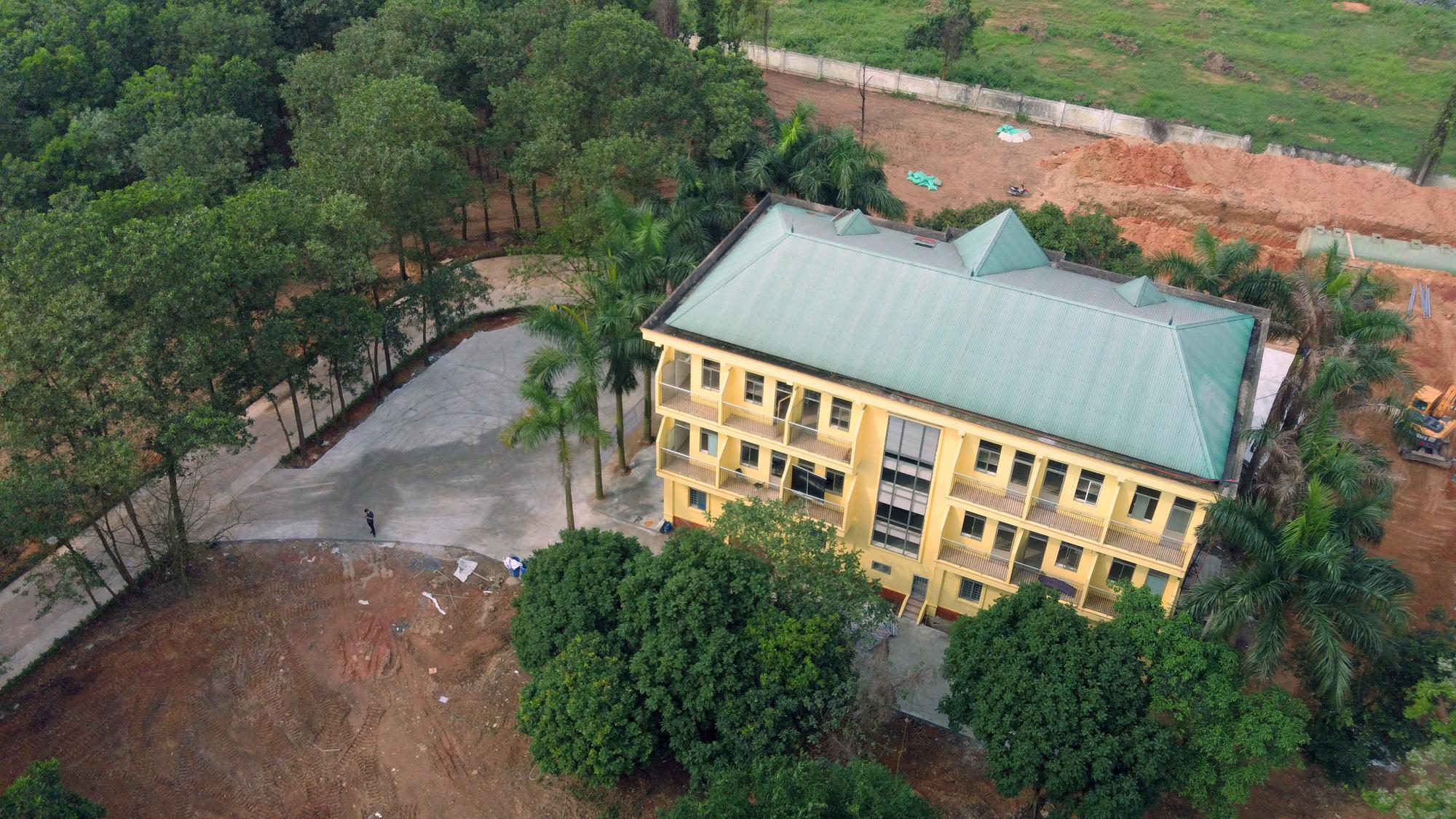 Hà Nội sửa xong bệnh viện bỏ hoang ở Mê Linh làm khu cách li chống dịch Covid-19 - Ảnh 18.