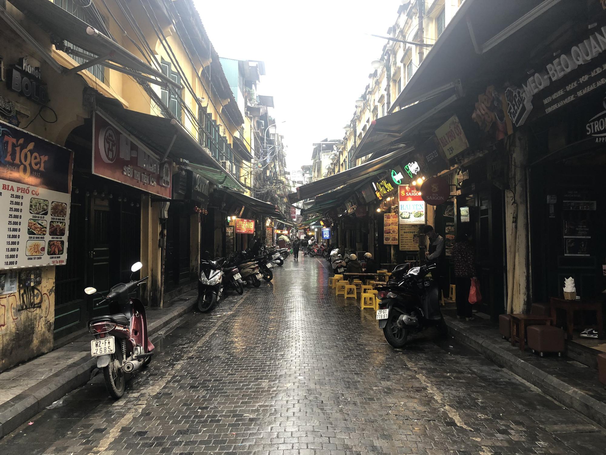 Sau TP HCM, Hà Nội tiếp tục đóng cửa quán bar, karaoke, rạp chiếu phim - Ảnh 1.