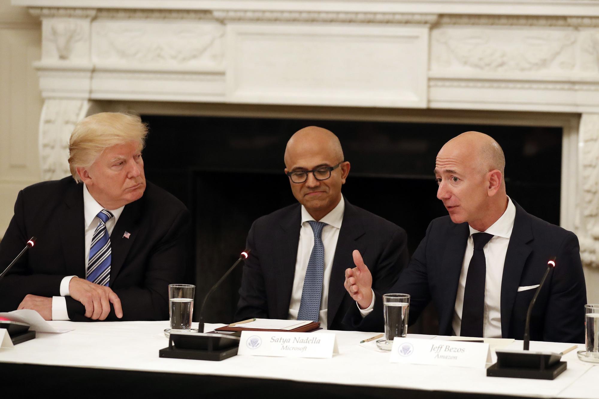 Amazon cáo buộc Bộ Quốc phòng Mỹ cố tình trao dự án 10 tỉ USD cho Microsoft - Ảnh 3.