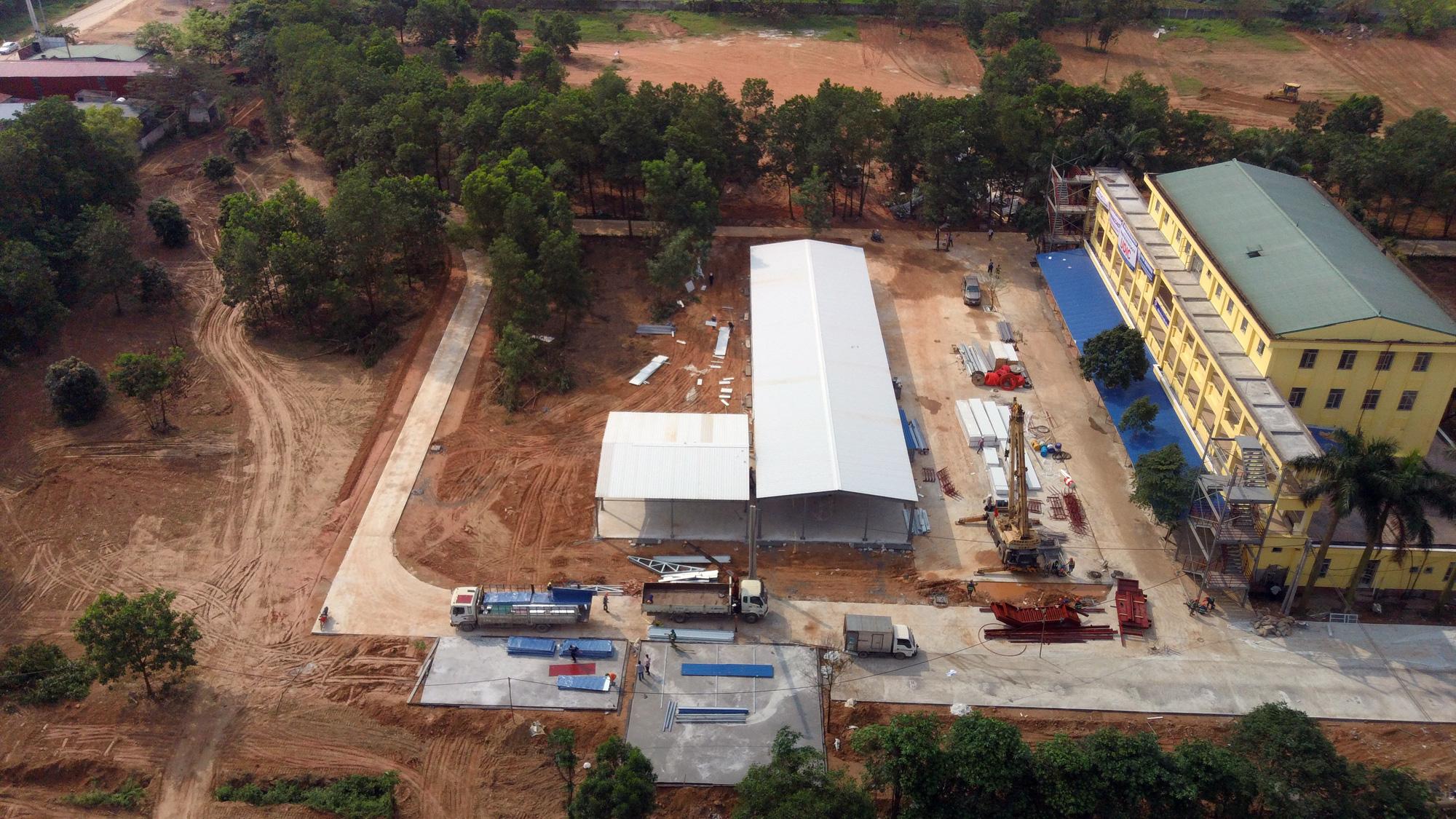 Hà Nội sửa xong bệnh viện bỏ hoang ở Mê Linh làm khu cách li chống dịch Covid-19 - Ảnh 4.
