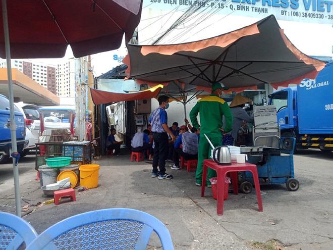 Sau lệnh đóng cửa hàng quán ở TP HCM: Dân văn phòng ăn cơm trưa thế nào? - Ảnh 6.