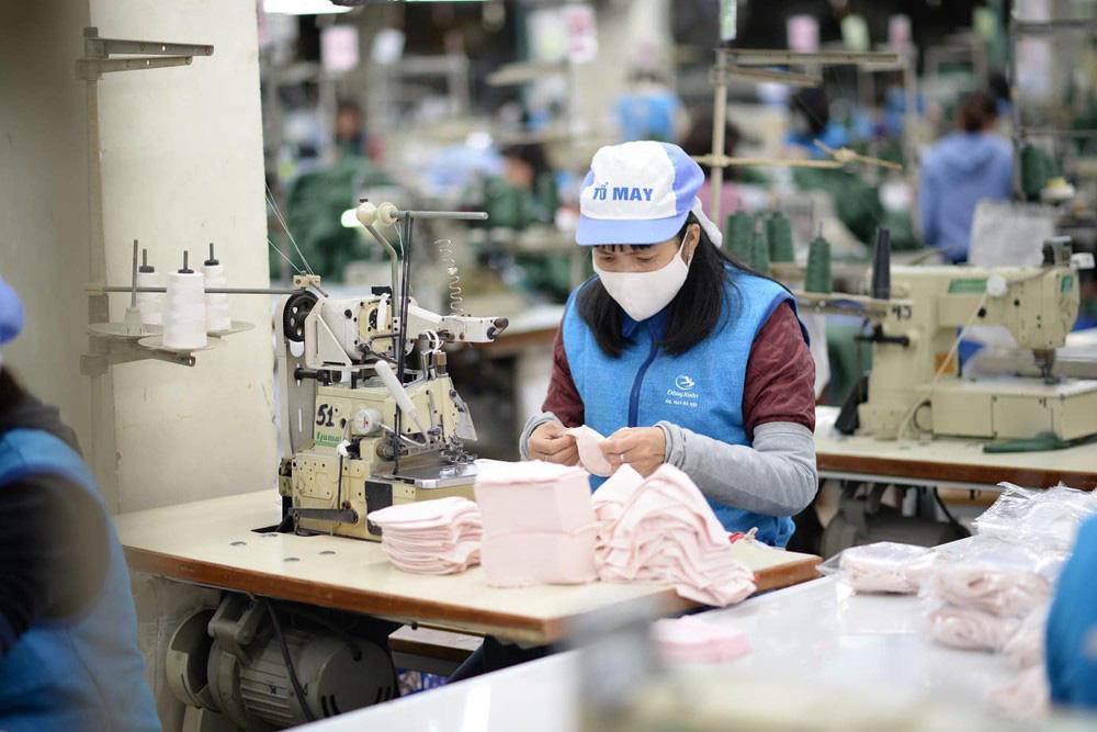 Dệt may thiệt hại 5.000 tỉ đồng, nhiều doanh nghiệp dự báo mất thanh khoản vào tháng 4 - Ảnh 1.