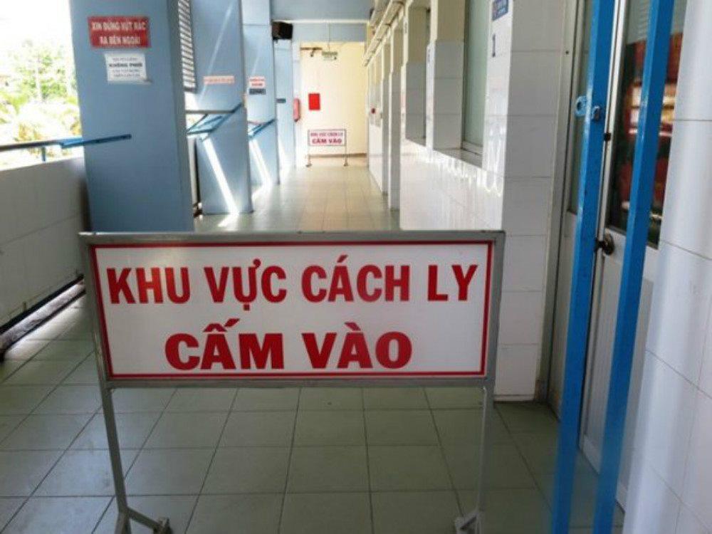 Thêm 4 người mắc Covid-19, một ca là người nhà đi chăm sóc bệnh nhân tại BV Bạch Mai - Ảnh 1.