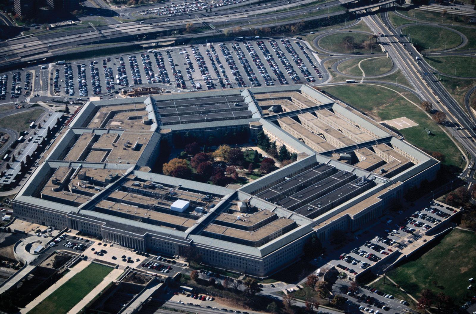 Amazon cáo buộc Bộ Quốc phòng Mỹ cố tình trao dự án 10 tỉ USD cho Microsoft - Ảnh 2.
