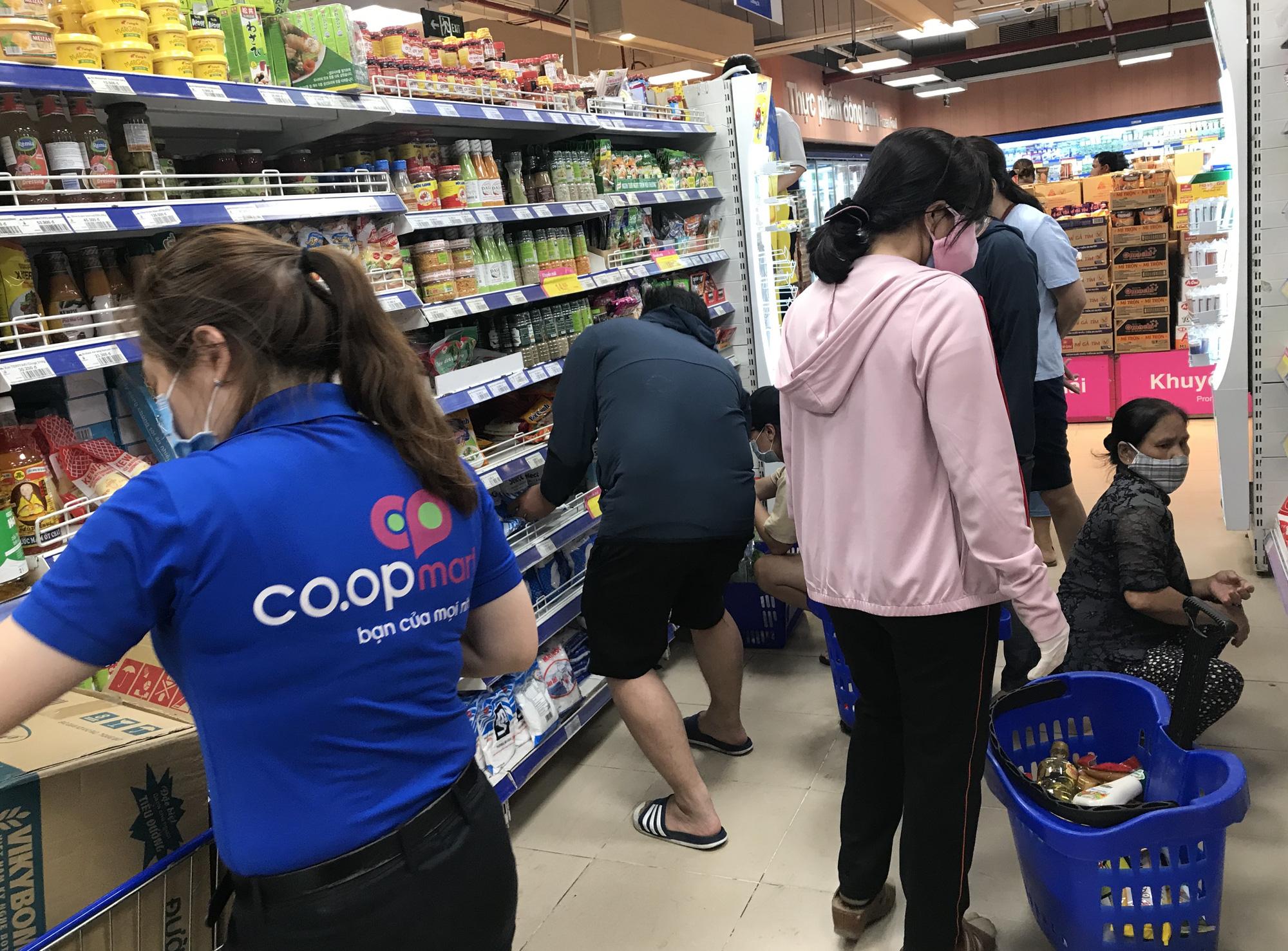 3 kịch bản cung ứng thực phẩm cho người dân TP HCM, Co.opmart tuyên bố bán đủ hàng dự trữ cả tuần lễ - Ảnh 2.