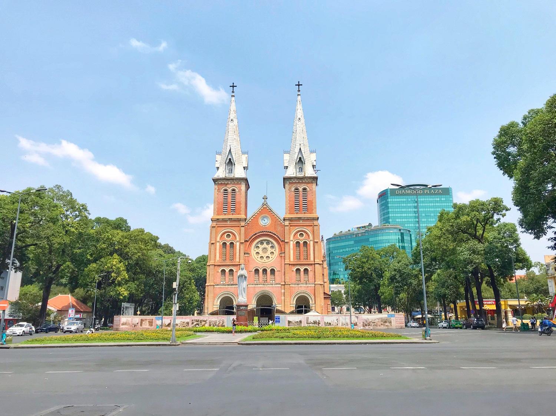 Các điểm du lịch tại TP.HCM vắng hoàn toàn sau quyết định dừng nhập cảnh người nước ngoài vào Việt Nam - Ảnh 1.