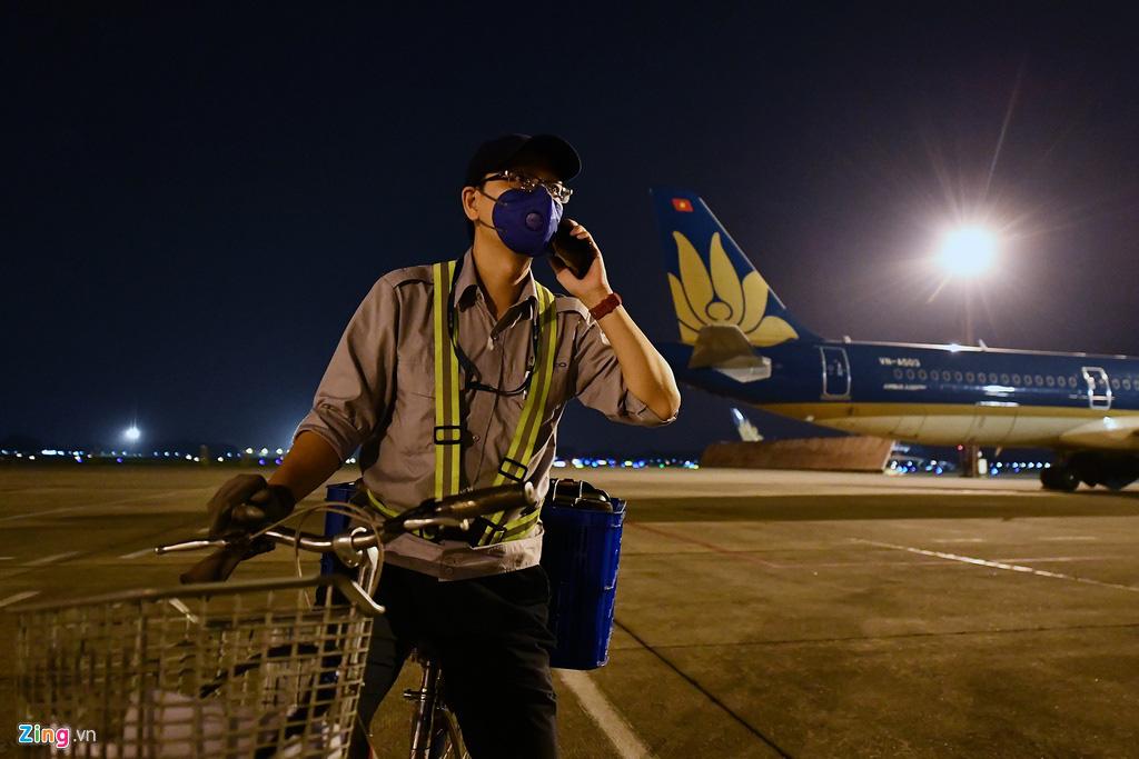 Máy bay Việt chen nhau tại bãi đỗ sân bay Nội Bài - Ảnh 10.