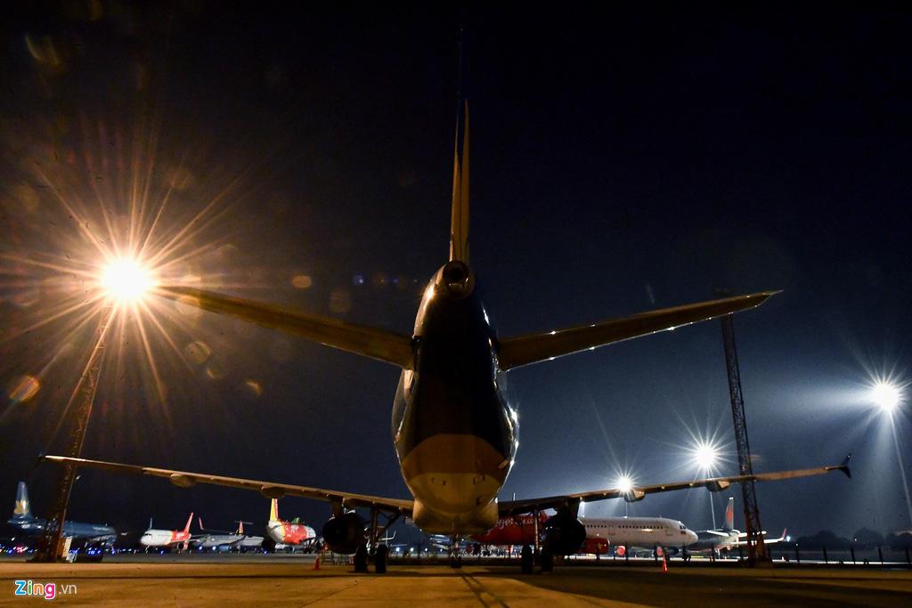 Máy bay Việt chen nhau tại bãi đỗ sân bay Nội Bài - Ảnh 7.