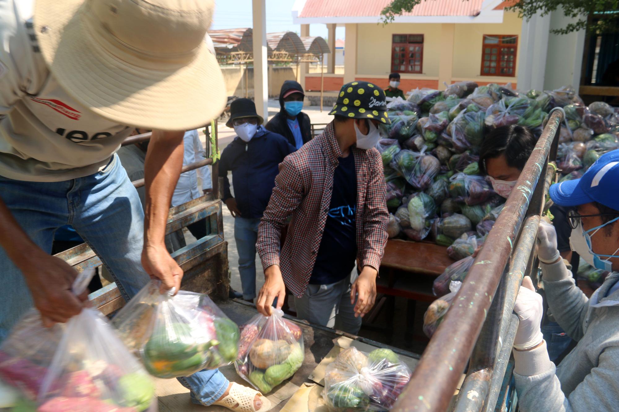Ninh Thuận: Hơn 5.000 người dân đang cách li tại thôn Văn Lâm 3 được phục vụ chu đáo  - Ảnh 8.