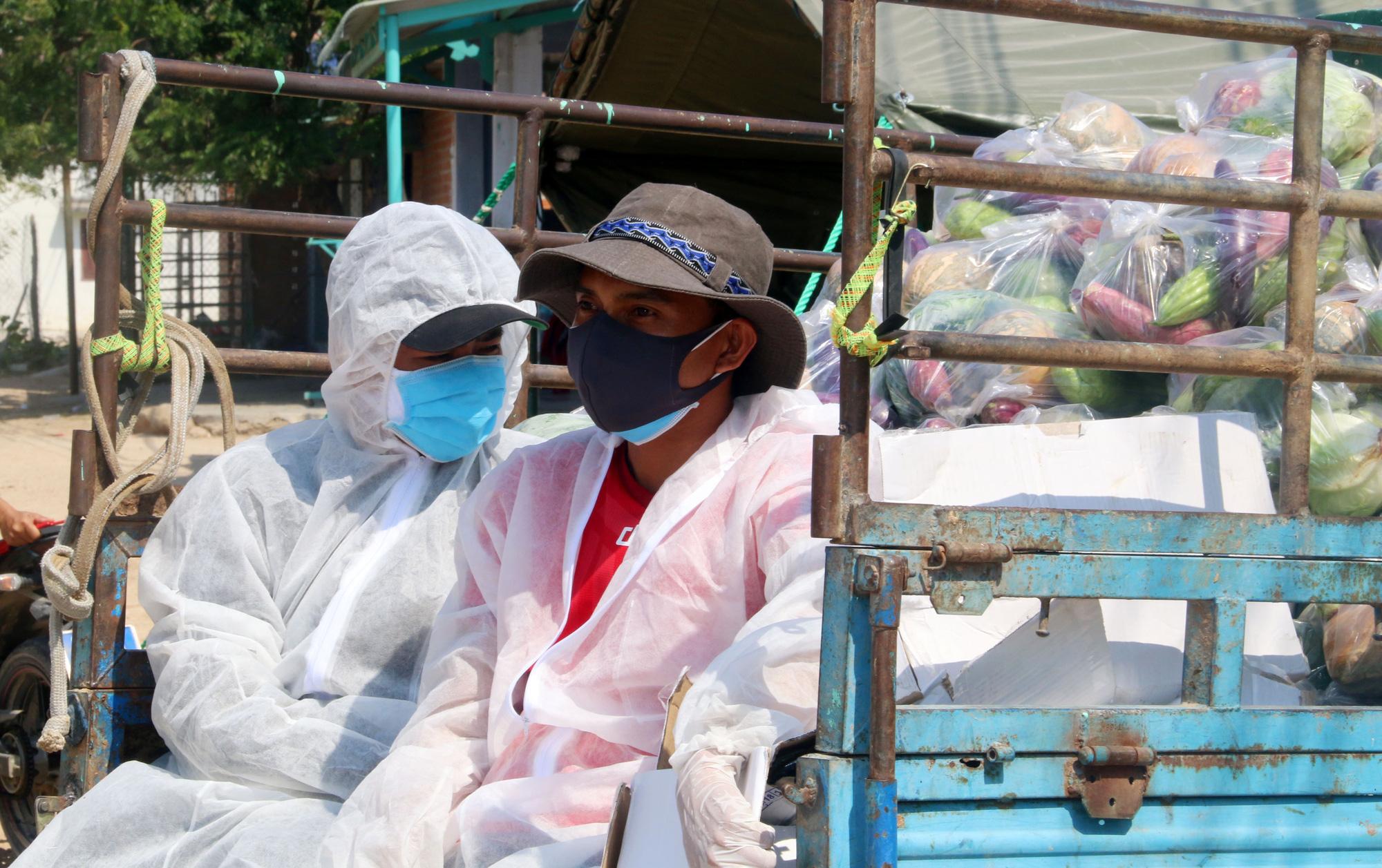 Ninh Thuận: Hơn 5.000 người dân đang cách li tại thôn Văn Lâm 3 được phục vụ chu đáo  - Ảnh 9.