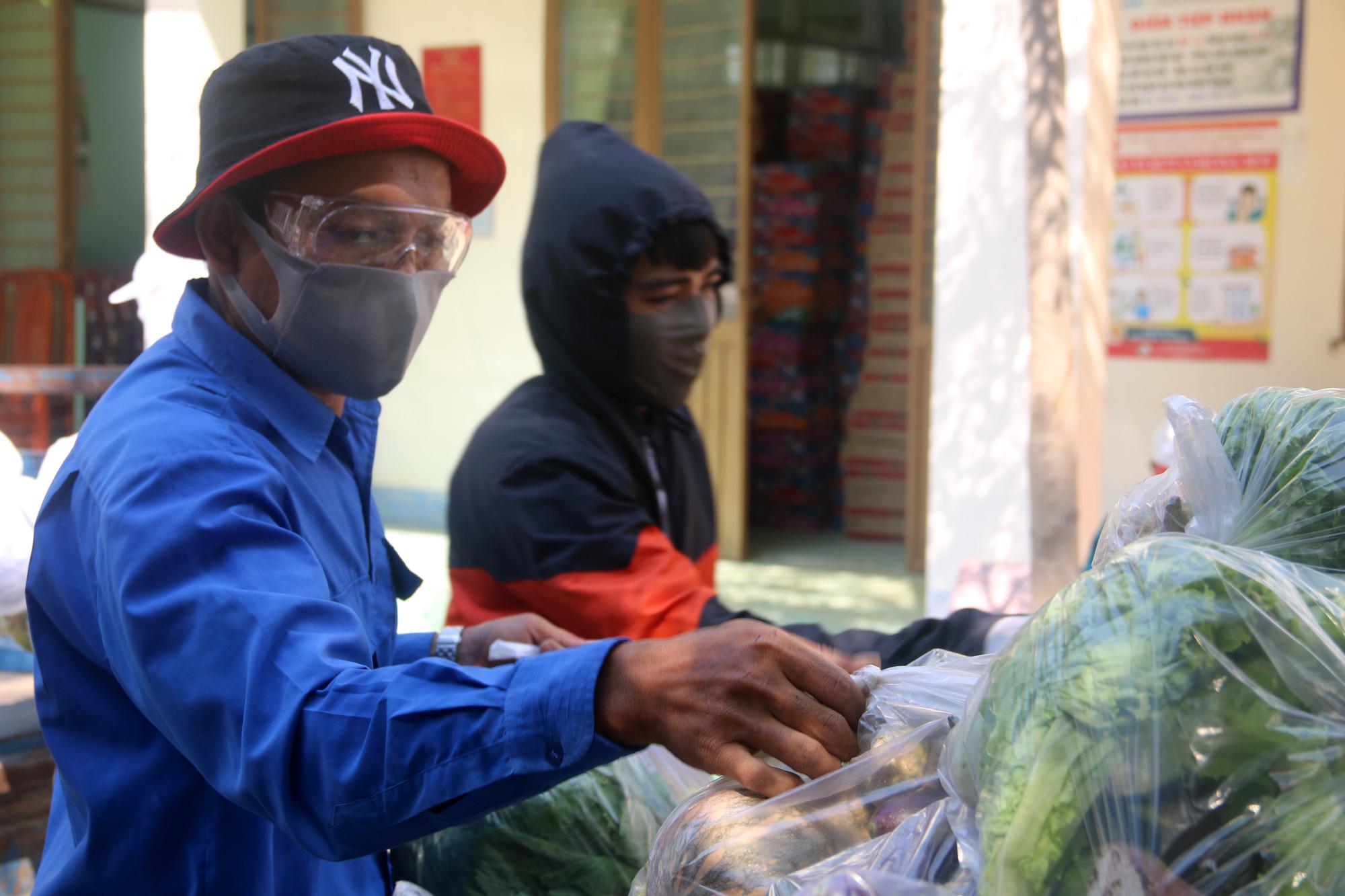 Ninh Thuận: Hơn 5.000 người dân đang cách li tại thôn Văn Lâm 3 được phục vụ chu đáo  - Ảnh 6.