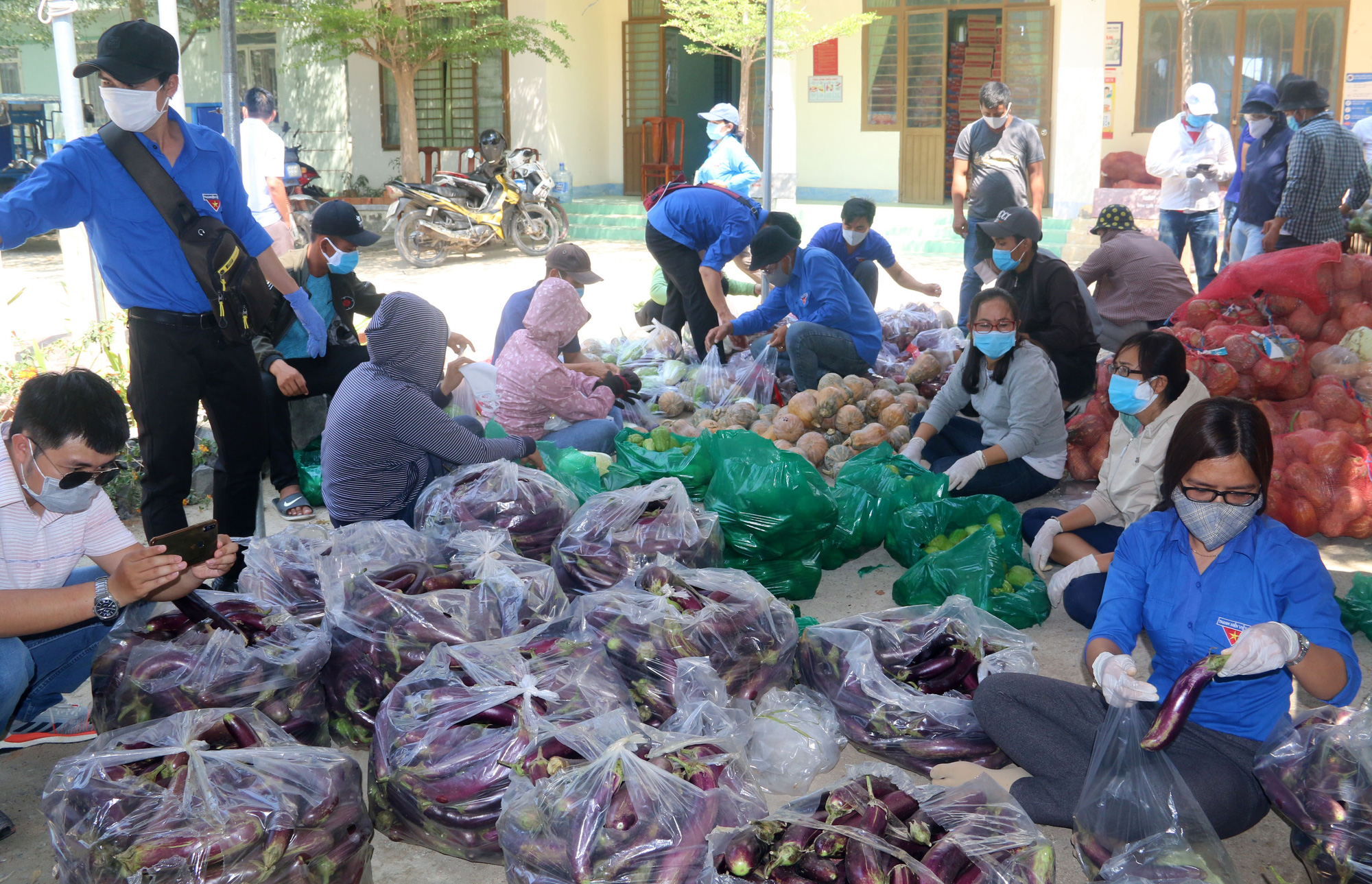 Ninh Thuận: Hơn 5.000 người dân đang cách li tại thôn Văn Lâm 3 được phục vụ chu đáo  - Ảnh 3.