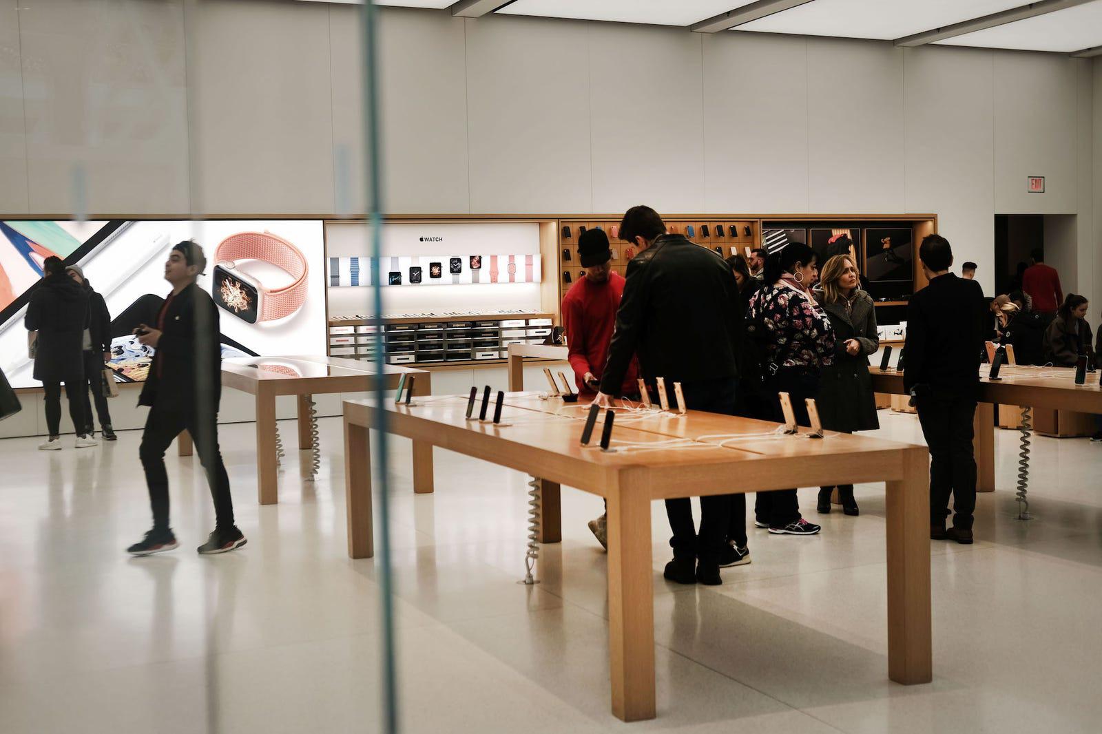 Apple Store mở cửa trở lại trong nửa đầu tháng 4 - Ảnh 1.