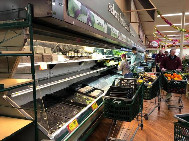 Một người ho vào thực phẩm, tạp hóa Mỹ phải bỏ 35.000 USD hàng hóa - Ảnh 1.
