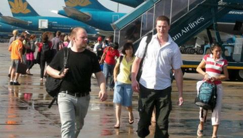 Bộ Công an đã kiểm tra 36.911 người nước ngoài nhập cảnh vào Việt Nam từ 7-24/3 - Ảnh 1.