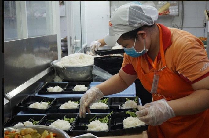 TP HCM lên kịch bản cung cấp suất ăn cho 500 người nhiễm Covid-19, 40.000 người cách li - Ảnh 1.