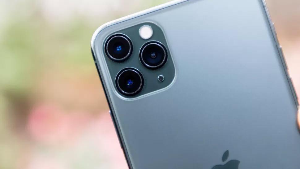 iPhone 12 cải tiến lớn về cụm camera, nhưng vẫn chưa thể bằng Samsung Galaxy S20 Ultra - Ảnh 1.