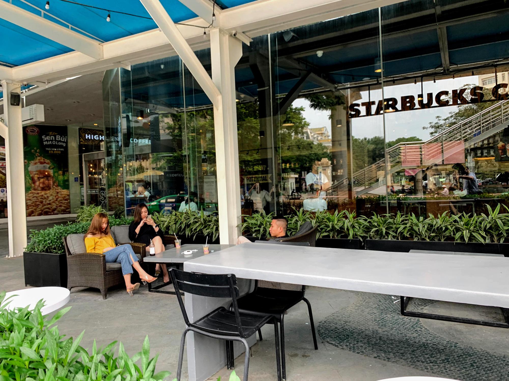 Bất chấp lệnh cấm, Phúc Long, Highland, Starbucks vẫn mở cửa đón khách - Ảnh 6.