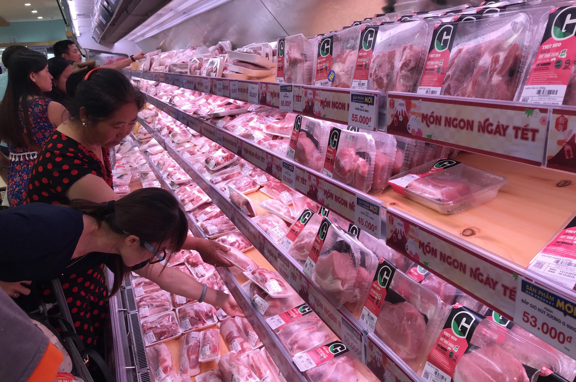 1.500 tấn thịt heo nhập khẩu đã cập cảng, chuẩn bị đón hơn 50.000 tấn để giảm giá heo trong nước - Ảnh 1.