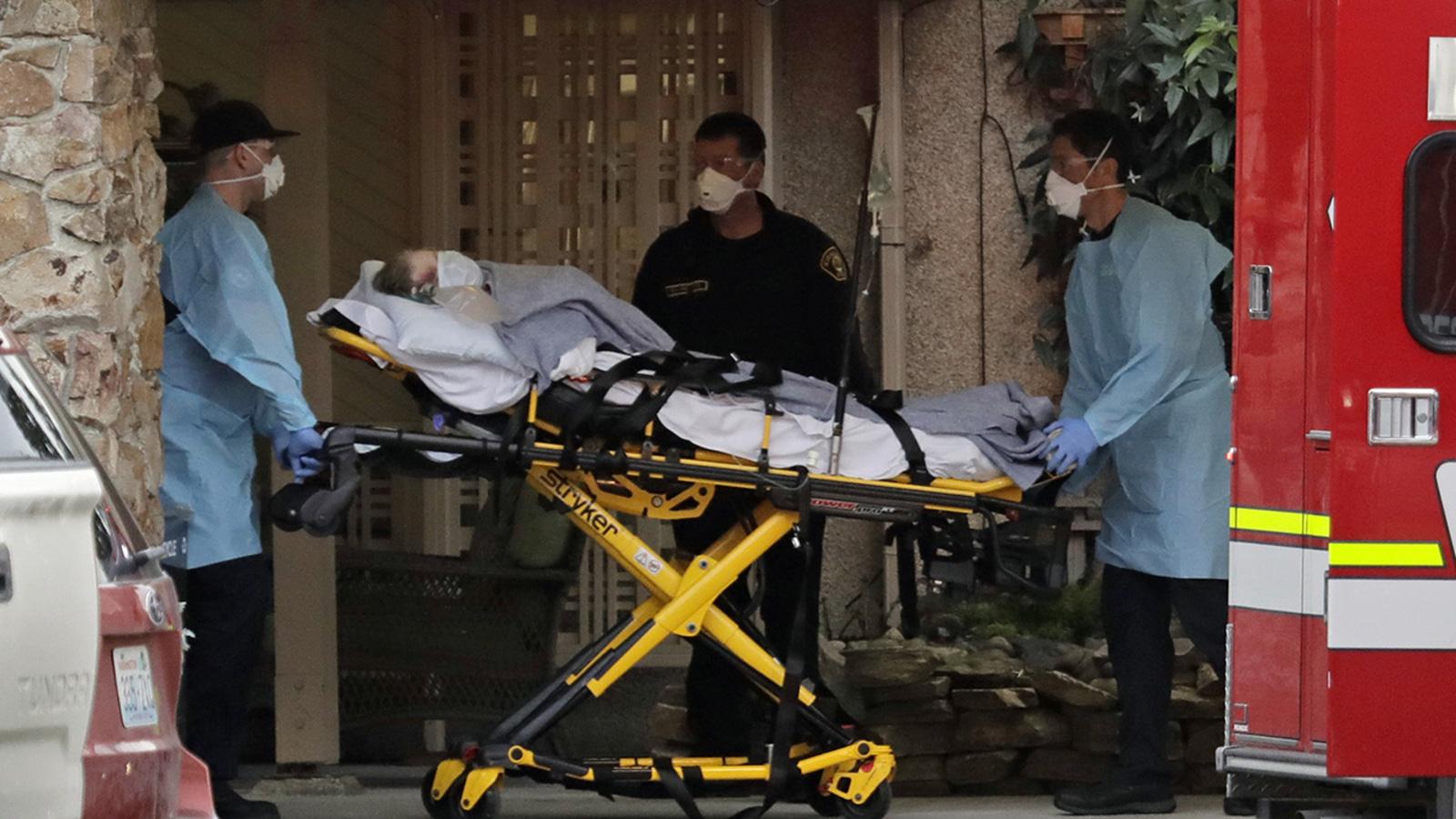 Số người tử vong do dịch Covid-19 tại Mỹ vượt 1.000, nhà nghiên cứu khó khăn thu dữ liệu - Ảnh 2.