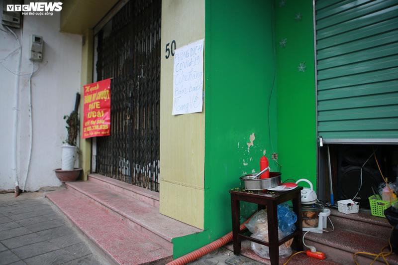 Hàng quán bán đồ ăn sáng ở Hà Nội vẫn chật kín khách - Ảnh 8.