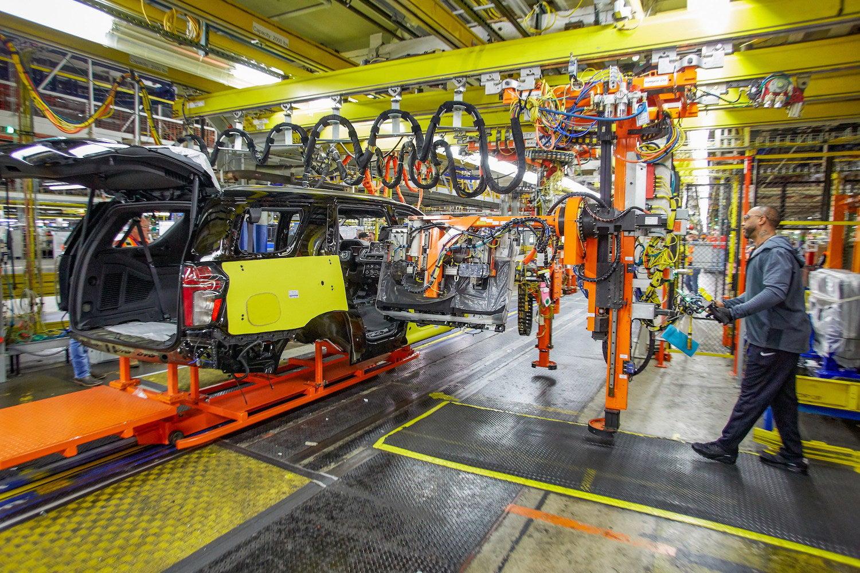 Gần 70.000 nhân viên của hãng xe lớn nhất nước Mỹ bị cắt giảm lương giữa đại dịch Covid - 19 - Ảnh 1.