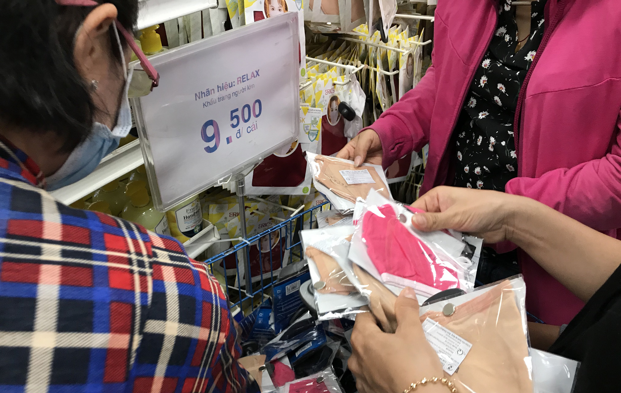 TP HCM công bố hơn 1.000 điểm bán khẩu trang kháng khuẩn - Ảnh 1.