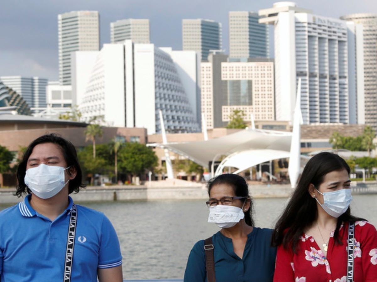 Những người vi phạm qui tắc cách li an toàn 1m sẽ bị bỏ tù hoặc phạt tiền tại Singapore  - Ảnh 1.
