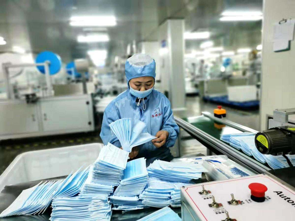 Sản xuất vải khẩu trang y tế: Cơ hội trong mùa đại dịch Covid-19? - Ảnh 1.