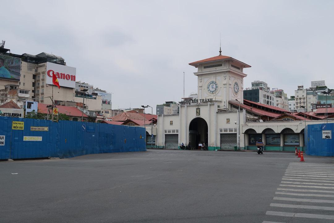 Trung tâm TP HCM khoảnh khắc không một ai, người Sài Gòn ở nhà ngăn Covid-19 - Ảnh 1.