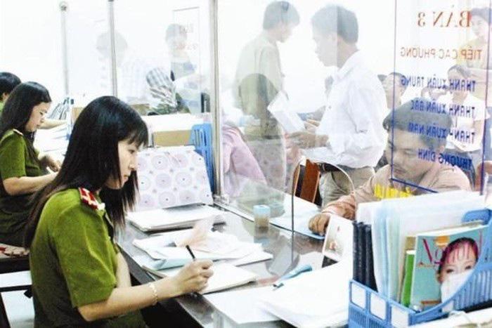 Đề xuất bỏ qui định về điều kiện riêng đăng kí thường trú Hà Nội, TPHCM - Ảnh 1.