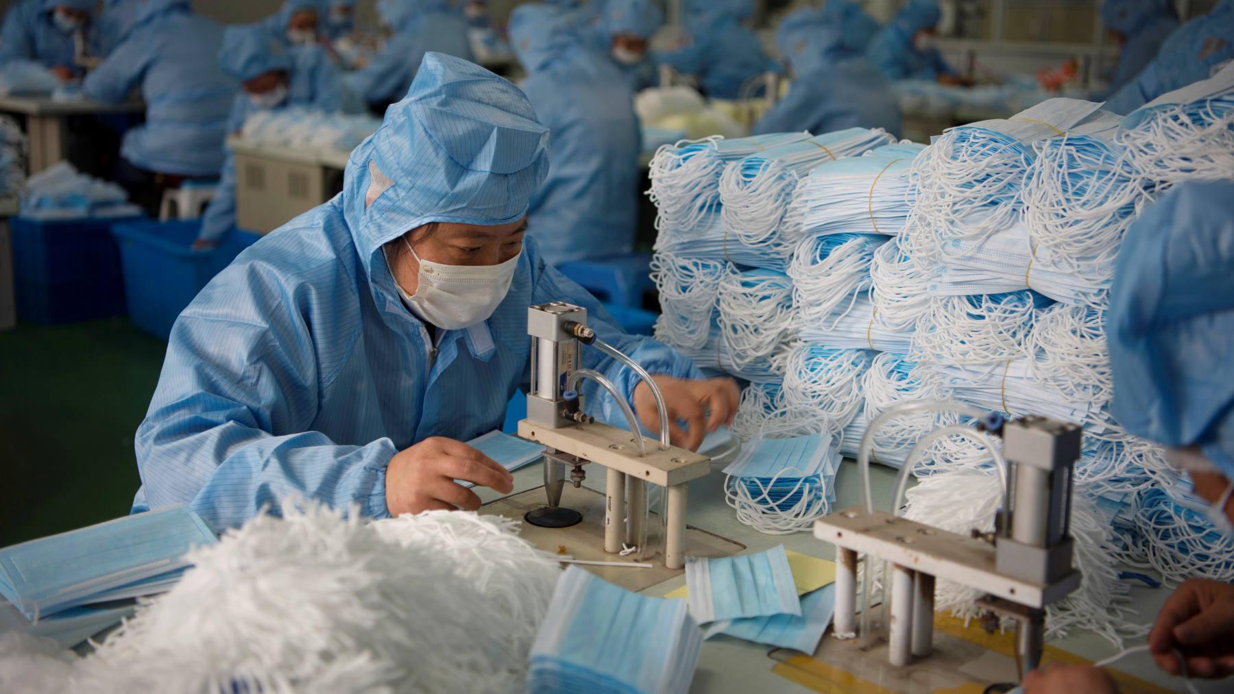 Sản xuất vải khẩu trang y tế: Cơ hội trong mùa đại dịch Covid-19? - Ảnh 2.