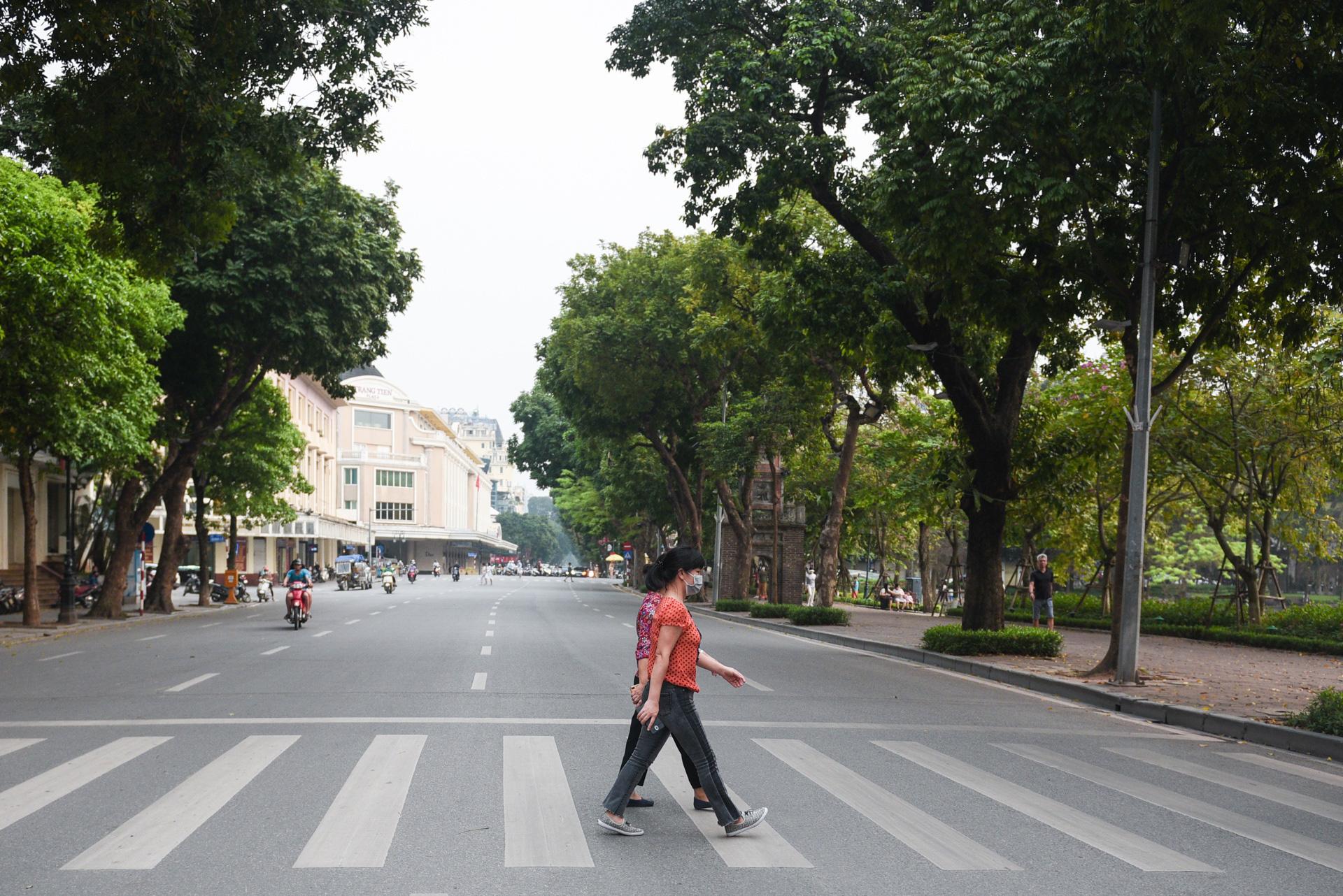 Tình hình dịch ở Hà Nội, TP HCM phức tạp nhưng vẫn trong tầm kiểm soát - Ảnh 1.