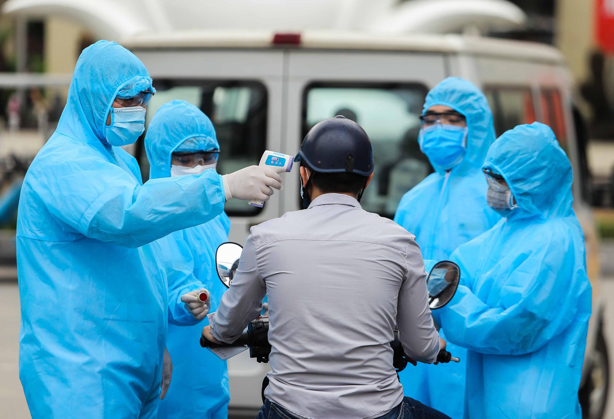 Đà Nẵng điều tra người đi thăm khám tại bệnh viện Bạch Mai để cách li, xét nghiệm Covid-19 - Ảnh 1.