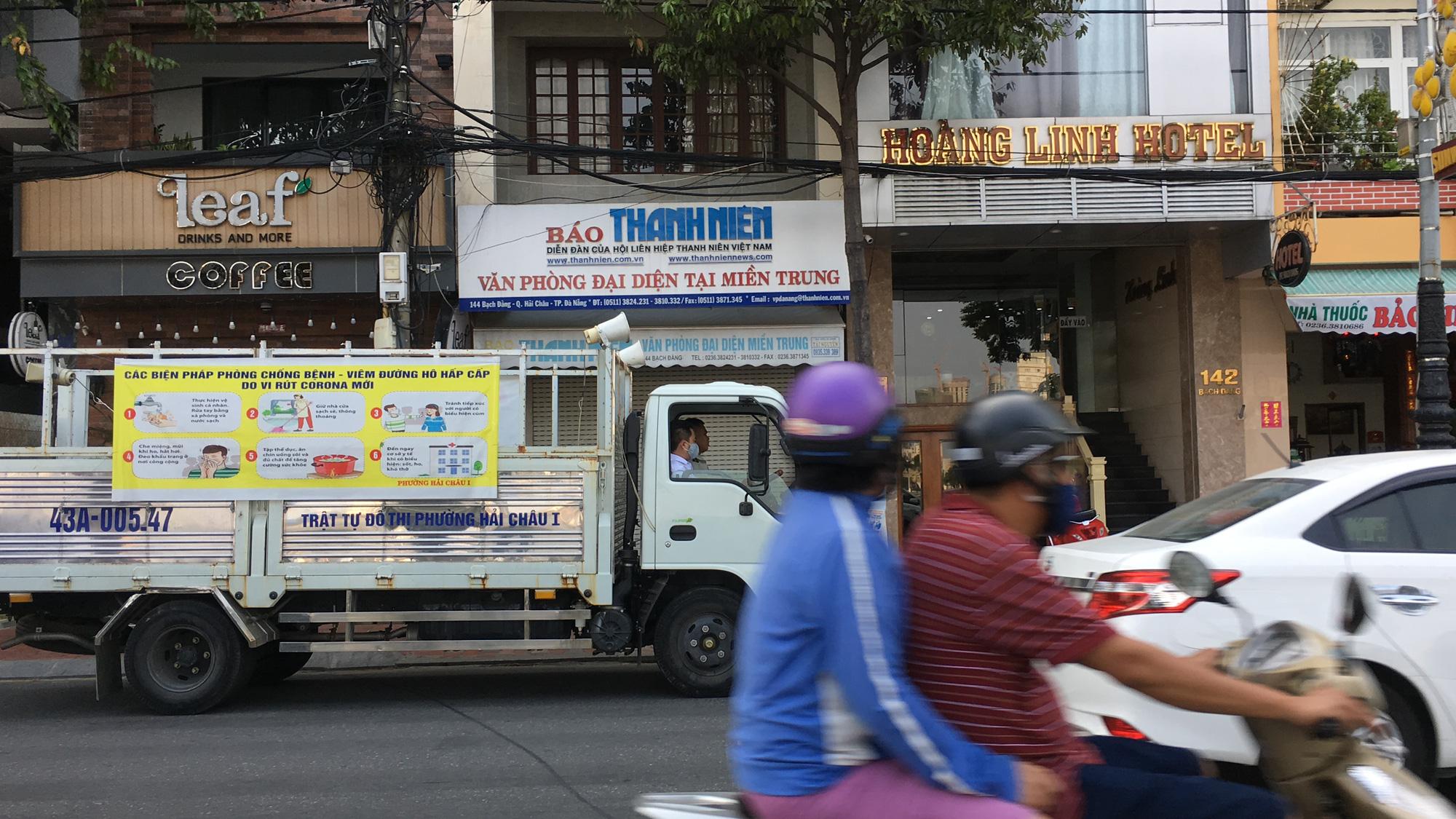 Người Đà Nẵng chấp hành tạm dừng kinh doanh, chuyển sang bán hàng online, tự mang về - Ảnh 17.