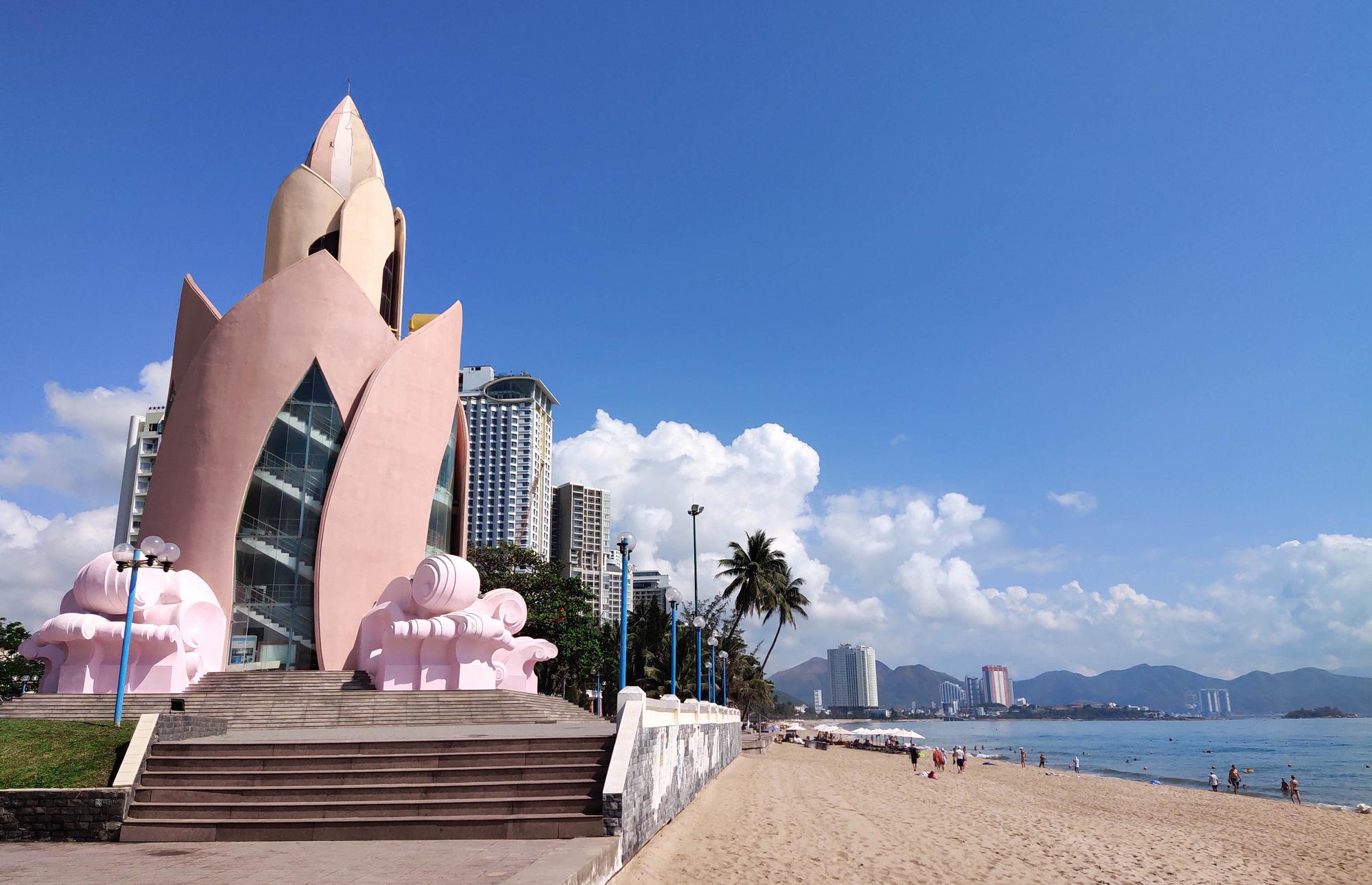 Khánh Hòa: Du lịch thiệt hại 5.400 tỉ đồng và hơn 17.000 lao động bị cắt giảm, mất việc - Ảnh 5.