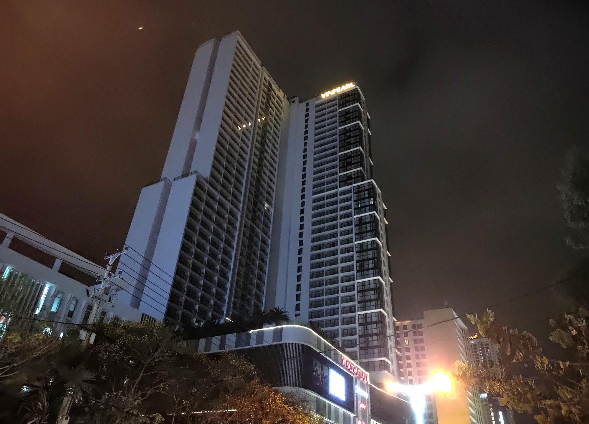 TP Nha Trang lạ lẫm khi hàng loạt khách sạn, nhà hàng, bar tắt đèn - Ảnh 9.