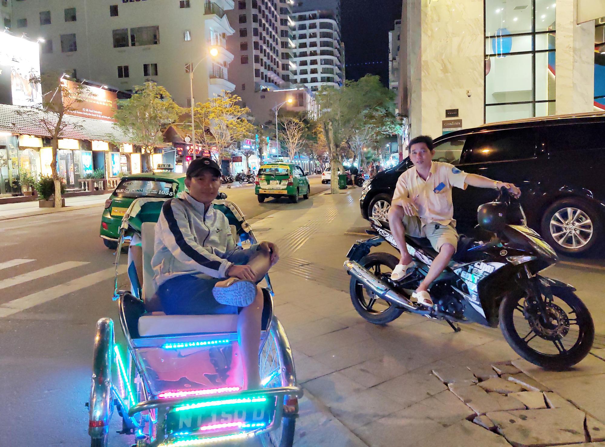 TP Nha Trang lạ lẫm khi hàng loạt khách sạn, nhà hàng, bar tắt đèn - Ảnh 12.