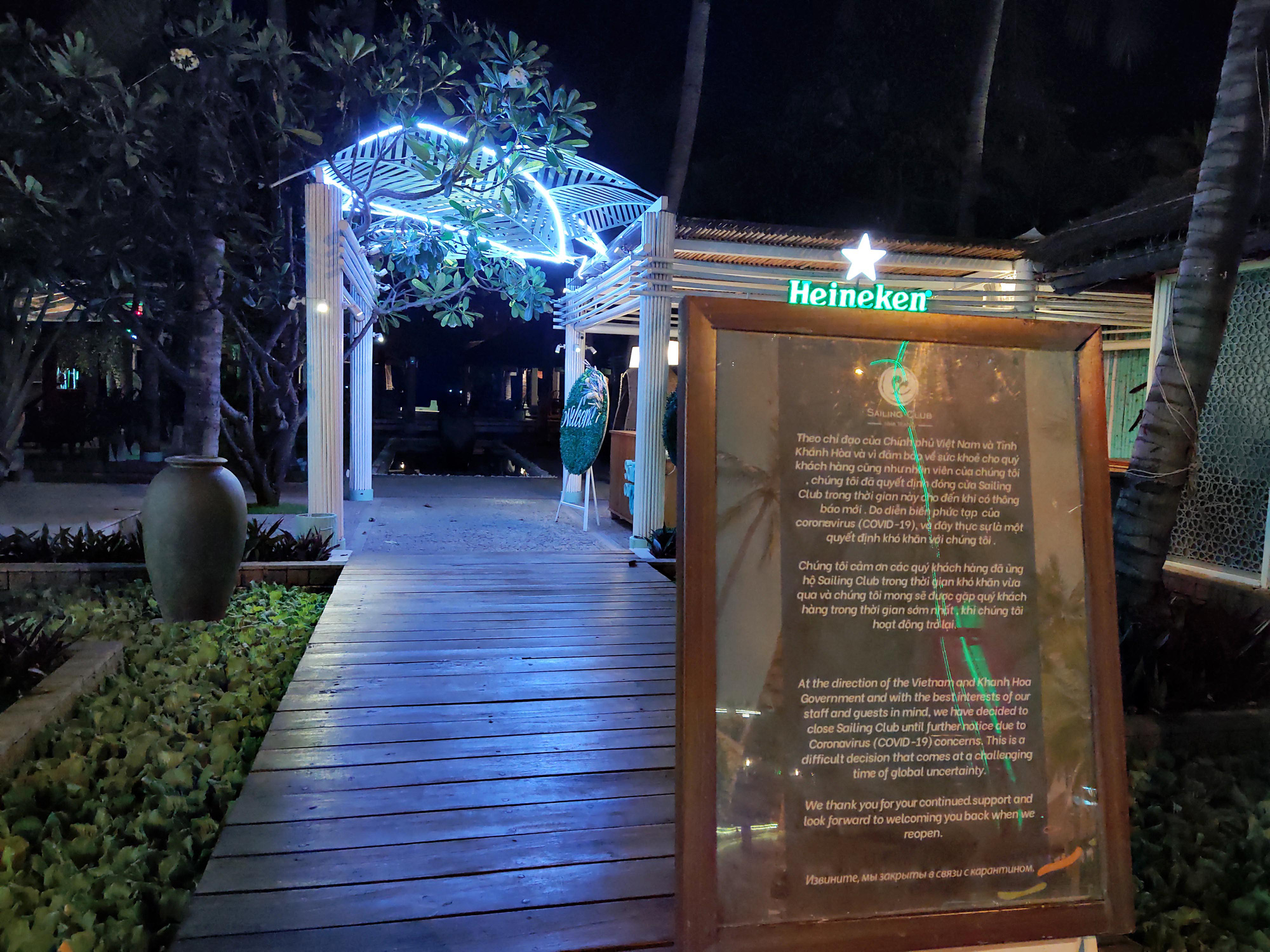 TP Nha Trang lạ lẫm khi hàng loạt khách sạn, nhà hàng, bar tắt đèn - Ảnh 6.