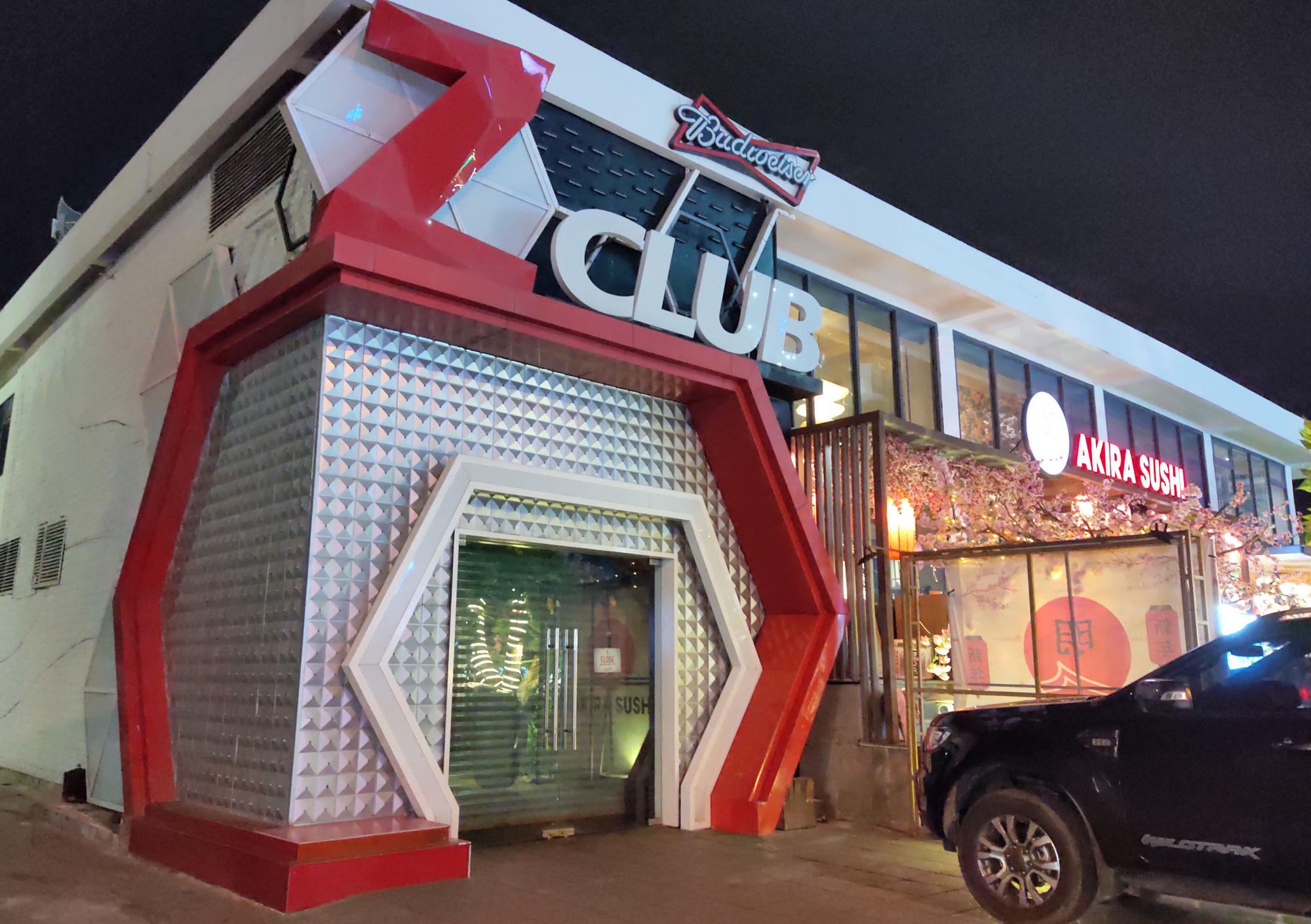 TP Nha Trang lạ lẫm khi hàng loạt khách sạn, nhà hàng, bar tắt đèn - Ảnh 3.