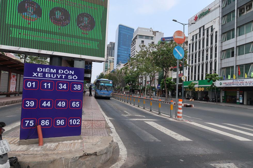 Trung tâm TP HCM khoảnh khắc không một ai, người Sài Gòn ở nhà ngăn Covid-19 - Ảnh 7.