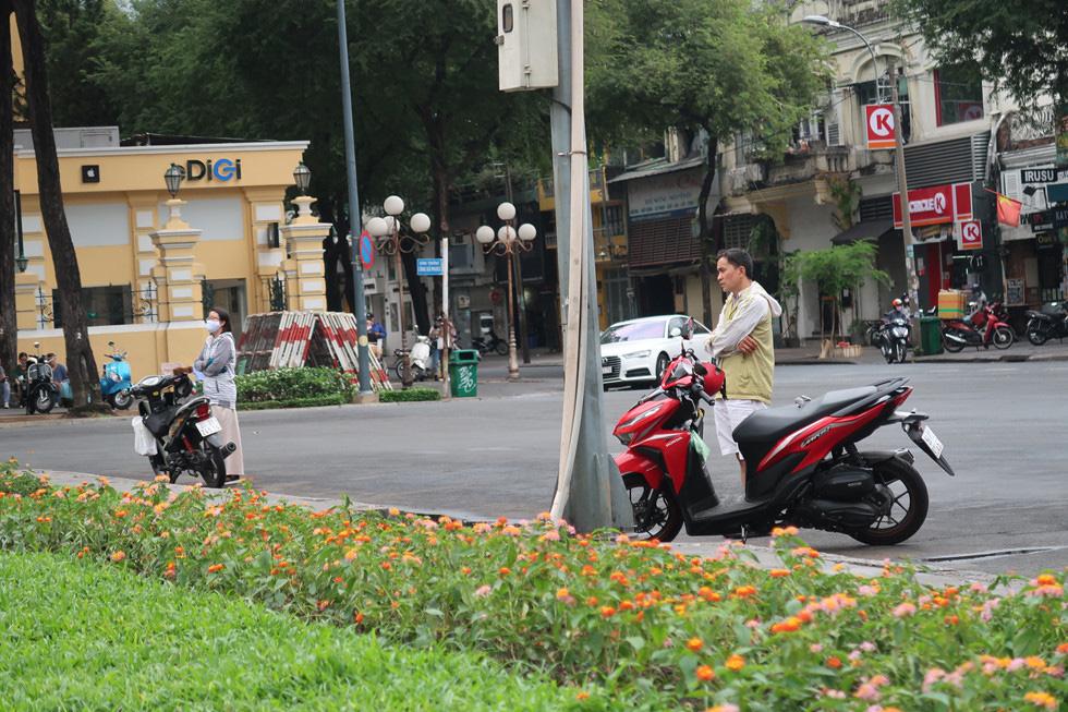 Trung tâm TP HCM khoảnh khắc không một ai, người Sài Gòn ở nhà ngăn Covid-19 - Ảnh 5.
