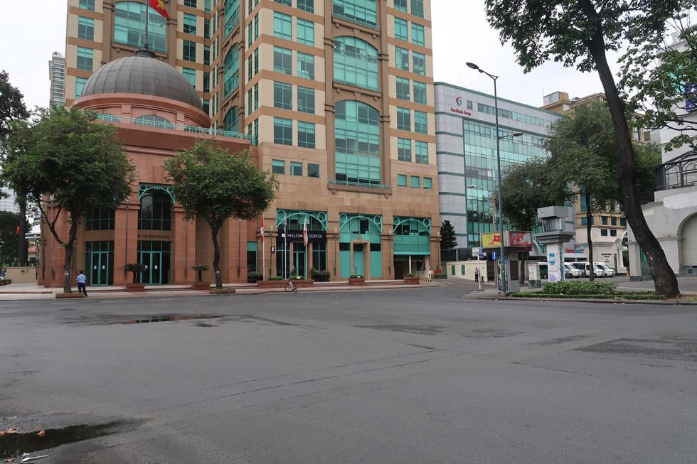Trung tâm TP HCM khoảnh khắc không một ai, người Sài Gòn ở nhà ngăn Covid-19 - Ảnh 6.