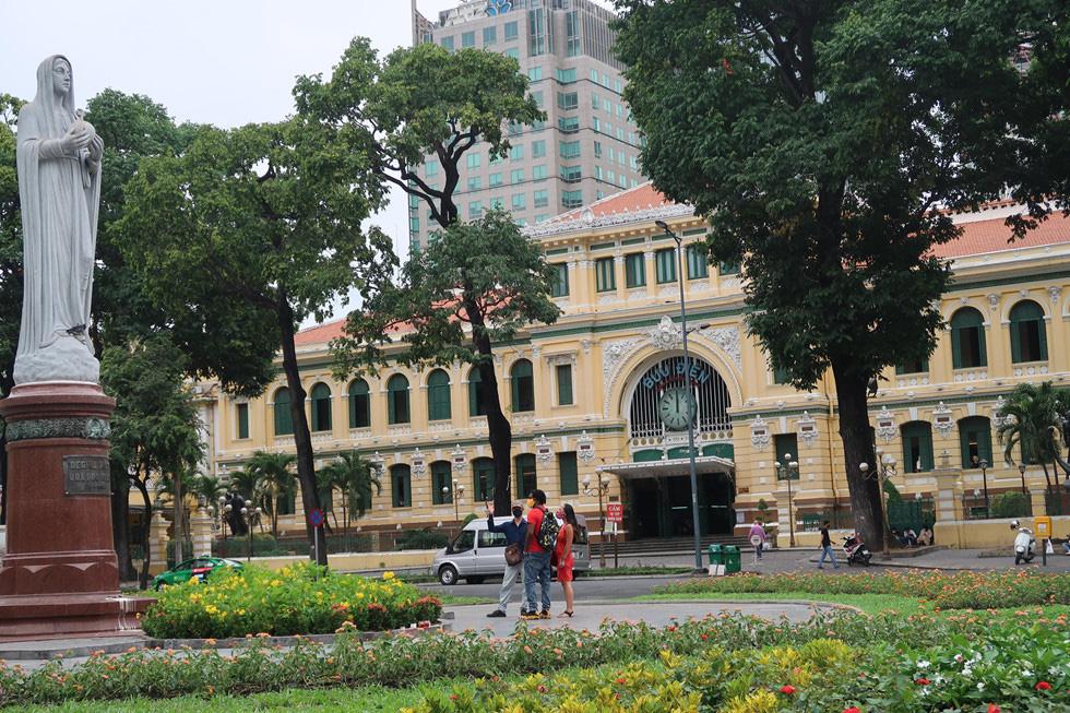Trung tâm TP HCM khoảnh khắc không một ai, người Sài Gòn ở nhà ngăn Covid-19 - Ảnh 4.