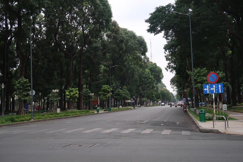 Trung tâm TP HCM khoảnh khắc không một ai, người Sài Gòn ở nhà ngăn Covid-19 - Ảnh 8.